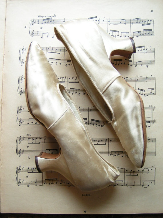 bridal-blog-gorgeous-vintage-wedding-shoes.jpg